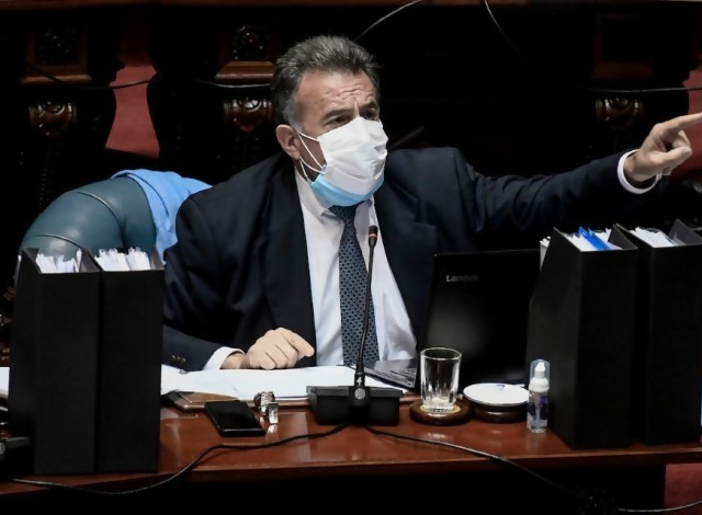 "Portal 180 - Salinas citó en el Parlamento un ""preprint"" inexistente sobre muertes ""evitables"""