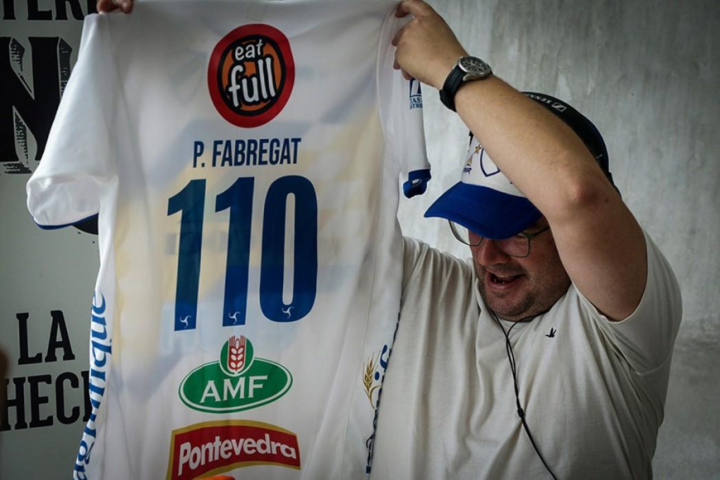 Homenaje sorpresa de Porongos para Pablo Fabregat — DelSol   Del Sol 99.5 en el la Copa América 2019