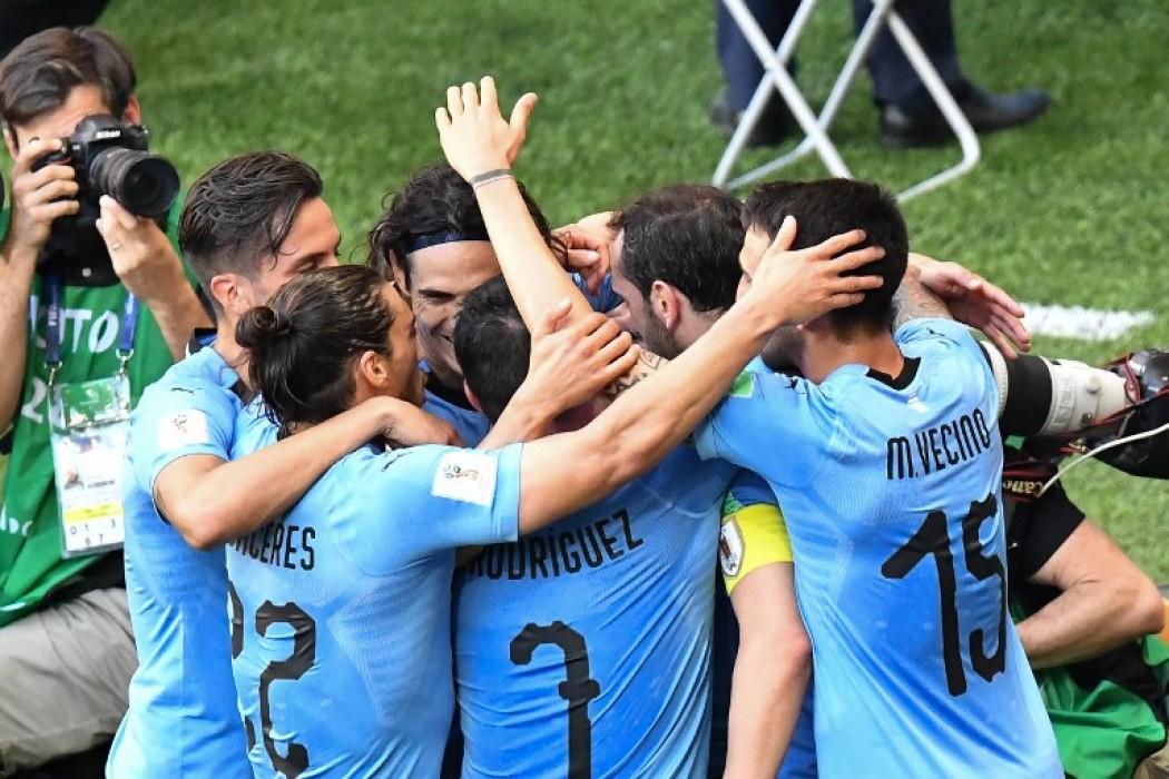 Los jugadores uruguayos festejan el gol ante Arabia — Foto del dia | Del Sol 99.5 en el Mundial Rusia 2018