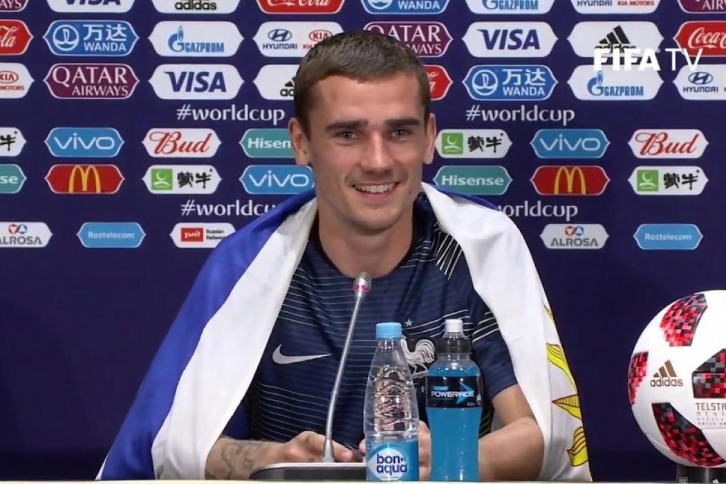 El periodista que le entregó la bandera uruguaya a Griezmann — Audios | Del Sol 99.5 en el Mundial Rusia 2018