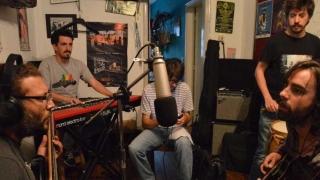 Caos organizado, No toquen nada en la sala de Los prolijos - Un programa, dos estudios - DelSol 99.5 FM