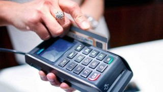 El débito pasó al crédito por primera vez - Informes - DelSol 99.5 FM