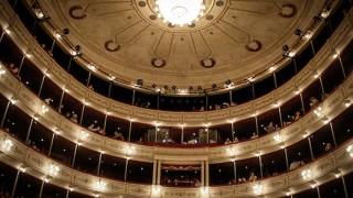 Ser o no ser... consumidor de teatro uruguayo - El guardian de los libros - DelSol 99.5 FM