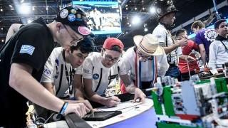 Tres días entre robots, proyectos científicos y jóvenes de todo el mundo - Informes - DelSol 99.5 FM