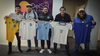 """Las """"historias en telas"""" de coleccionistas de camisetas - Audios - DelSol 99.5 FM"""
