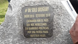 El monolito de Un Solo Uruguay - Columna de Darwin - DelSol 99.5 FM