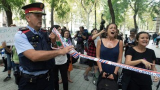 Caso María no se va: la niña fue entregada a la Policía de Barcelona - Titulares y suplentes - DelSol 99.5 FM