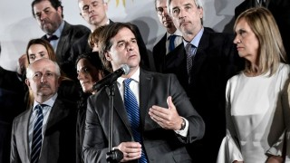 Darwin y el gabinete: las corbatas de Lacalle y el triunfo de Sanguinetti - Columna de Darwin - DelSol 99.5 FM