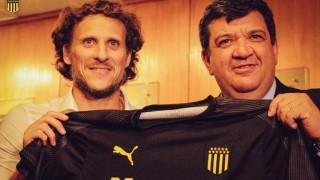 Peñarol presentó a Diego Forlán - Informes - DelSol 99.5 FM