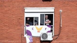 Una oyente vive en Sayago y quiere colgar en su balcón la bandera de Fénix (clásico rival de Racing), ¿qué hace?  - Sobremesa - DelSol 99.5 FM