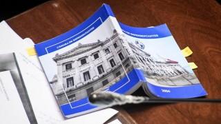 LUC: retiran artículo sobre propiedad de la tierra, retoman flexibilización de residencia - Informes - DelSol 99.5 FM