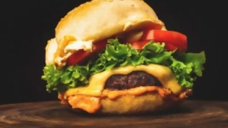 La hamburguesa le gano al chorizo en los carritos - La Charla - DelSol 99.5 FM