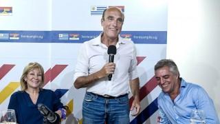 El talento de Martínez para generar desconfianza y el aumento del cuento del tío a los adultos mayores  - Columna de Darwin - DelSol 99.5 FM