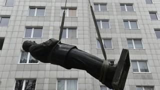 Historias de estatuas derribadas y en qué sentido Lacalle Pou es como Mujica - NTN Concentrado - DelSol 99.5 FM