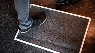 Ahora dicen que las alfombras desinfectantes no sirven para el covid y que son un riesgo - Departamento de Periodismo de Opinión - DelSol 99.5 FM