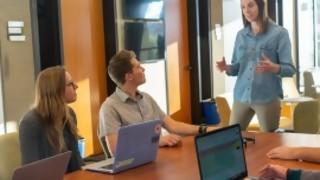 Si sos jefe buena onda, los empleados llegan tarde y trabajan a media maquina  - La Charla - DelSol 99.5 FM