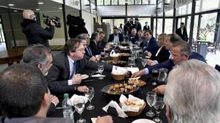 """""""Comiendo, goticuleando y metiendo mano""""  - Departamento de Periodismo de Opinión - DelSol 99.5 FM"""
