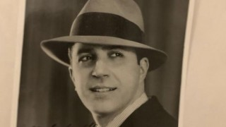 La foto más famosa de Gardel  - Leo Barizzoni - DelSol 99.5 FM