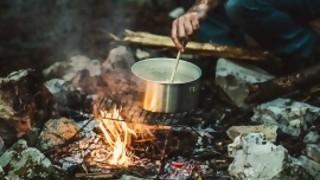 ¿Cuál es la comida típica de camping en otros países?  - Sobremesa - DelSol 99.5 FM