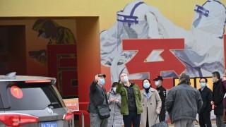 La disfrutable comedia de enredos de la vacuna china - Columna de Darwin - DelSol 99.5 FM