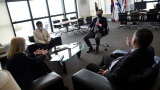 El encuentro de Lacalle Pou con los intendentes del FA y por qué AstraZeneca fue tendencia - La Semana en Cinco Minutos - DelSol 99.5 FM