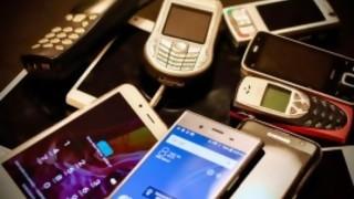 Un nieto se compra nueve celulares viejos para hacerse pasar por el resto de los nietos de su abuela - Juzgate conmigo - DelSol 99.5 FM