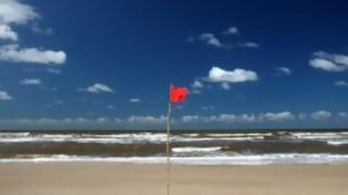 Encontré en la playa una urna con cenizas y fecha reciente, ¿llamo para avisar de que encontré eso intacto? - Sobremesa - DelSol 99.5 FM