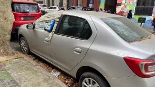 Un cementerio de autos (no) pasa desapercibido en el centro de Montevideo - Carne con Ojos - DelSol 99.5 FM