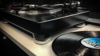 Vinilo veloz  - Tarde de vinilos - DelSol 99.5 FM