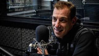 Maxi de la Cruz hace humor desde el sillón - Audios - DelSol 99.5 FM