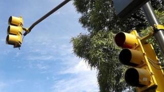 Dourado controlando el semáforo - Zona ludica - DelSol 99.5 FM
