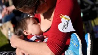 Darwin y el día de la madre: los bebés que muerden la teta que les da de comer - Columna de Darwin - DelSol 99.5 FM