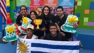 Liceales premiados en EEUU: el proyecto es el camino - Informes - DelSol 99.5 FM