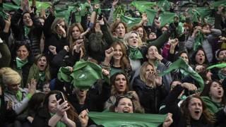 El aborto divide al kirchnerismo, el macrismo y el peronismo - Informes - DelSol 99.5 FM