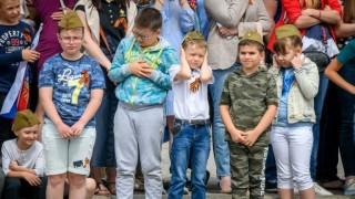 Según Darwin, en Rusia los niños no lloran - Columna de Darwin - DelSol 99.5 FM