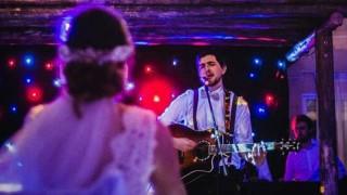 Un romántico que le cantó a su novia  - Reconocimiento facial - DelSol 99.5 FM