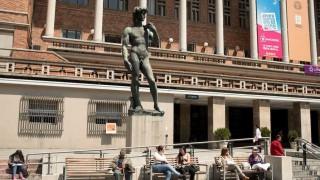 Darwin y la estatua de Tabárez de Martínez y el Eric - Columna de Darwin - DelSol 99.5 FM