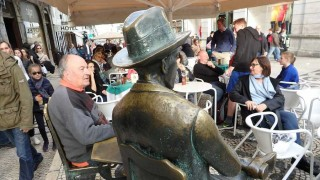Lisboa, Pessoa y su baúl lleno de gente - Ciudades Dispersas - DelSol 99.5 FM