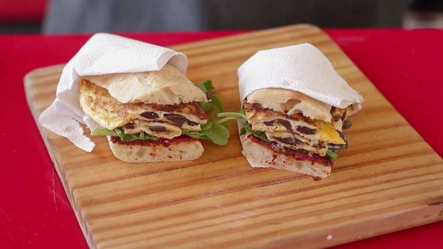 En la cocina de Martín Schwedt: bocata de omelette - Gourmet - Videos | DelSol 99.5 FM