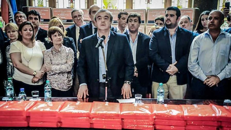 La deuda exacta de Uruguay, las firmas que entregan los políticos y la vida de Uruguay Catalogne - Rana On Demand - Facil Desviarse | DelSol 99.5 FM