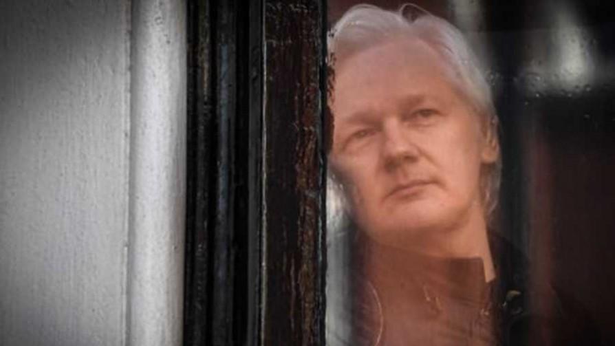 Julian Assange fue detenido en Londres - Titulares y suplentes - La Mesa de los Galanes | DelSol 99.5 FM