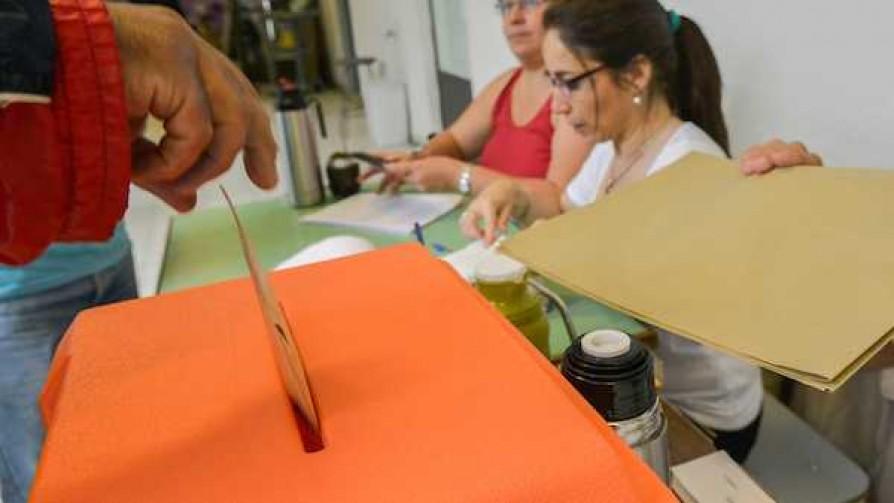 ¿Por qué estamos obligados a votar si es un país democrático? - Sobremesa - La Mesa de los Galanes | DelSol 99.5 FM