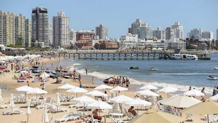 Darwin explica a qué vienen los argentinos a Uruguay - NTN Concentrado - No Toquen Nada   DelSol 99.5 FM