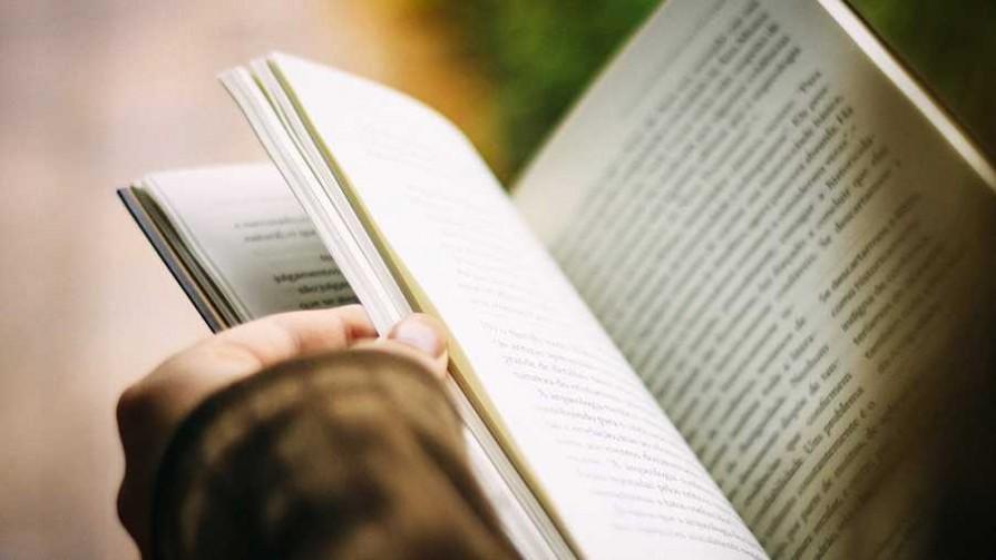 ¿Por qué los uruguayos prefieren la no-ficción a la ficción? - El guardian de los libros - Facil Desviarse | DelSol 99.5 FM