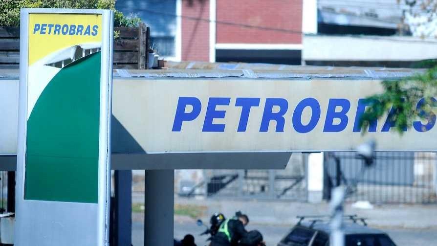 Todas las reacciones al Petrobrexit, desde Sendic al gordo de Game of Thrones - Columna de Darwin - No Toquen Nada   DelSol 99.5 FM