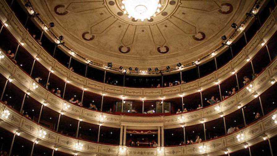 Ser o no ser... consumidor de teatro uruguayo - El guardian de los libros - Facil Desviarse | DelSol 99.5 FM