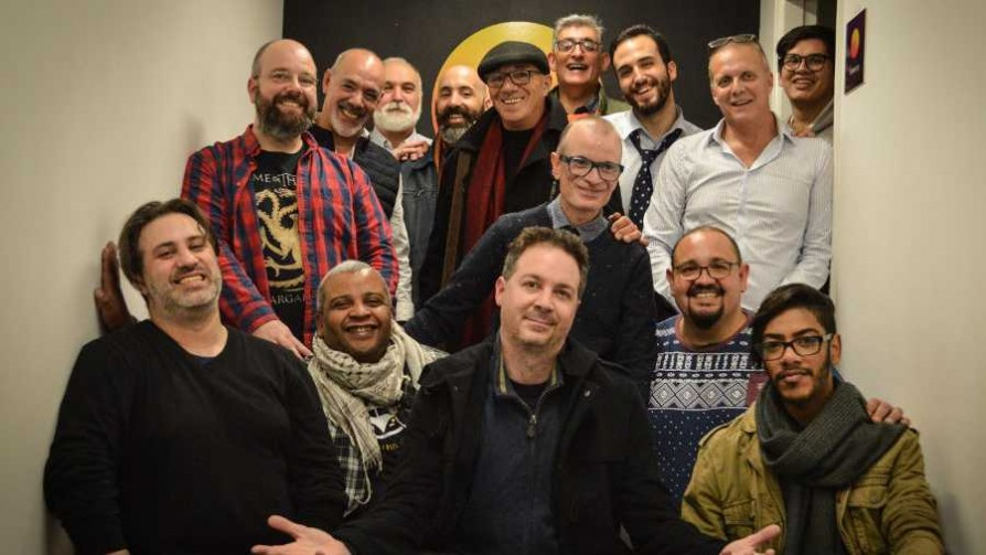 La Rockola Humana y el Coro Gay de Montevideo - La Rockola Humana - Facil Desviarse | DelSol 99.5 FM