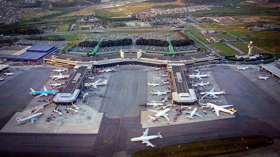El aeropuerto de Guarulhos y una despedida tras la eliminación de Uruguay - Audios - 13a0 | DelSol 99.5 FM