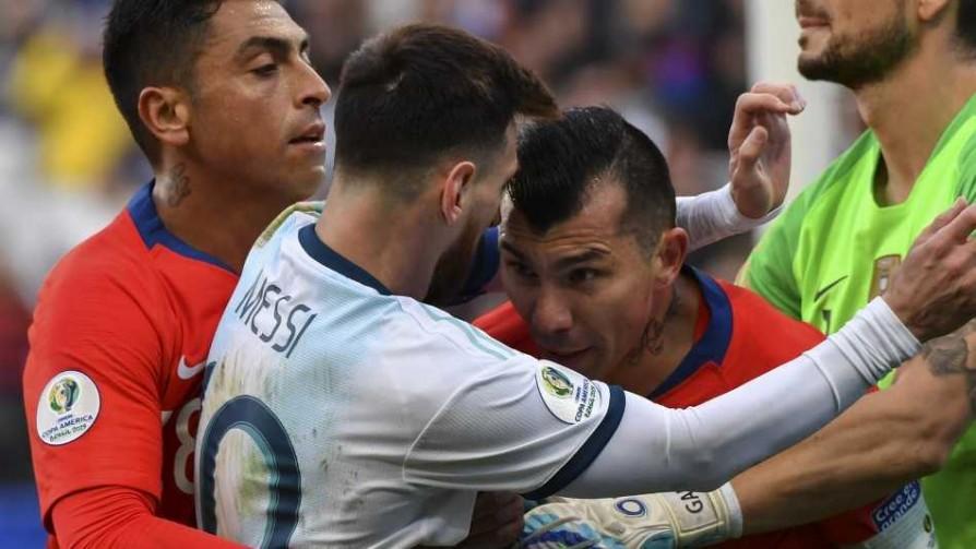 Messi y Medel hablan de sus expulsiones - Imitaciones - Locos x el Fútbol | DelSol 99.5 FM