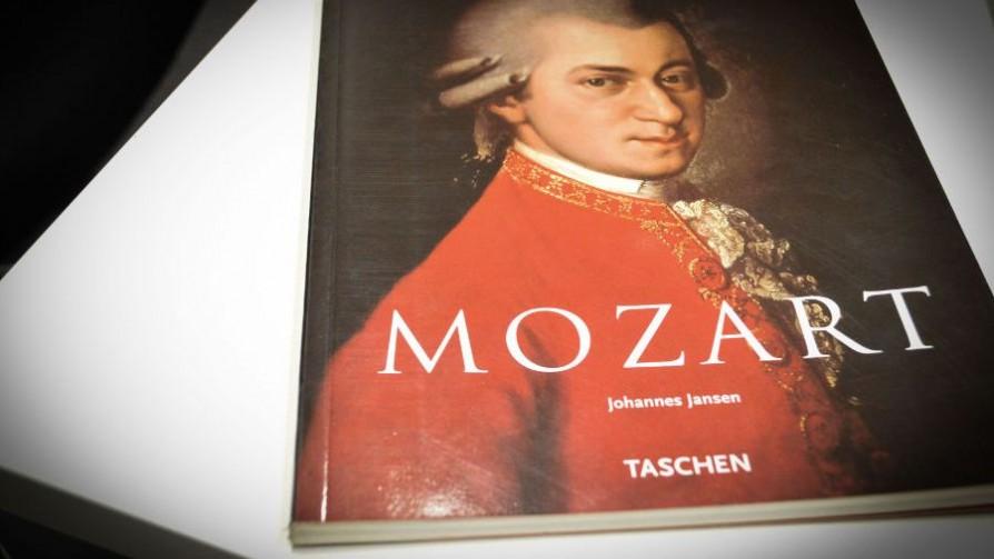Mozart verificado - El guardian de los libros - Facil Desviarse | DelSol 99.5 FM